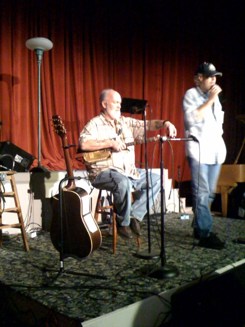 Jerry Thompson and his cigar box guitar