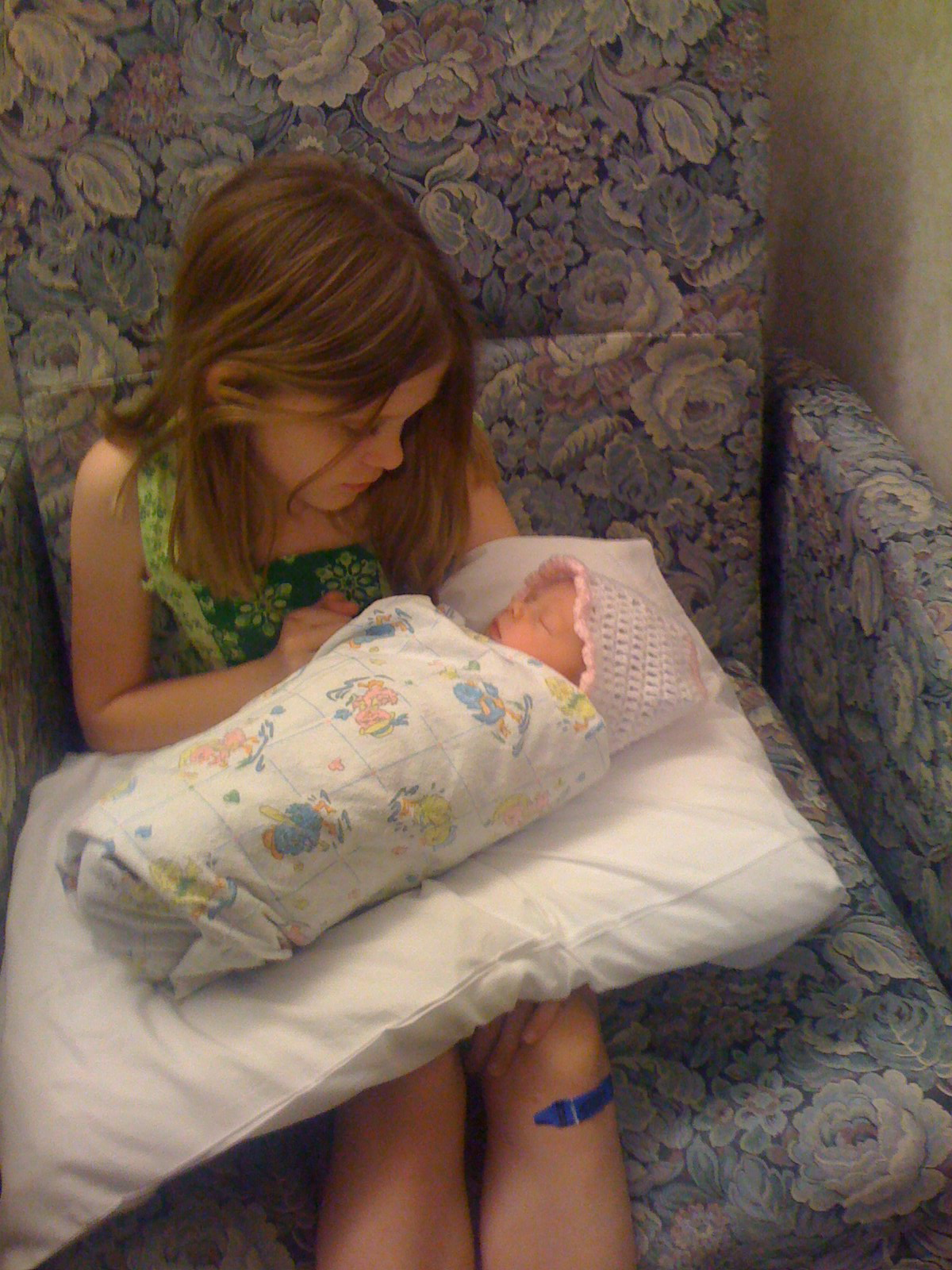Michaela and her new sister, Macy.